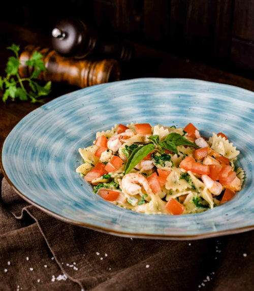 Фарфале с лососем и креветками Доставка в Орле ресторан Лабиринт