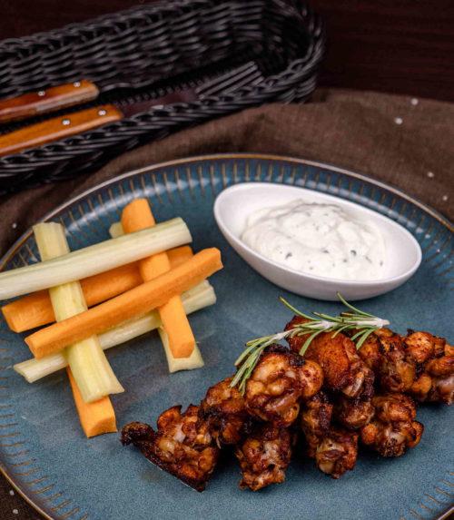Острые куриные крылышки доставка в Орле ресторан Лабиринт