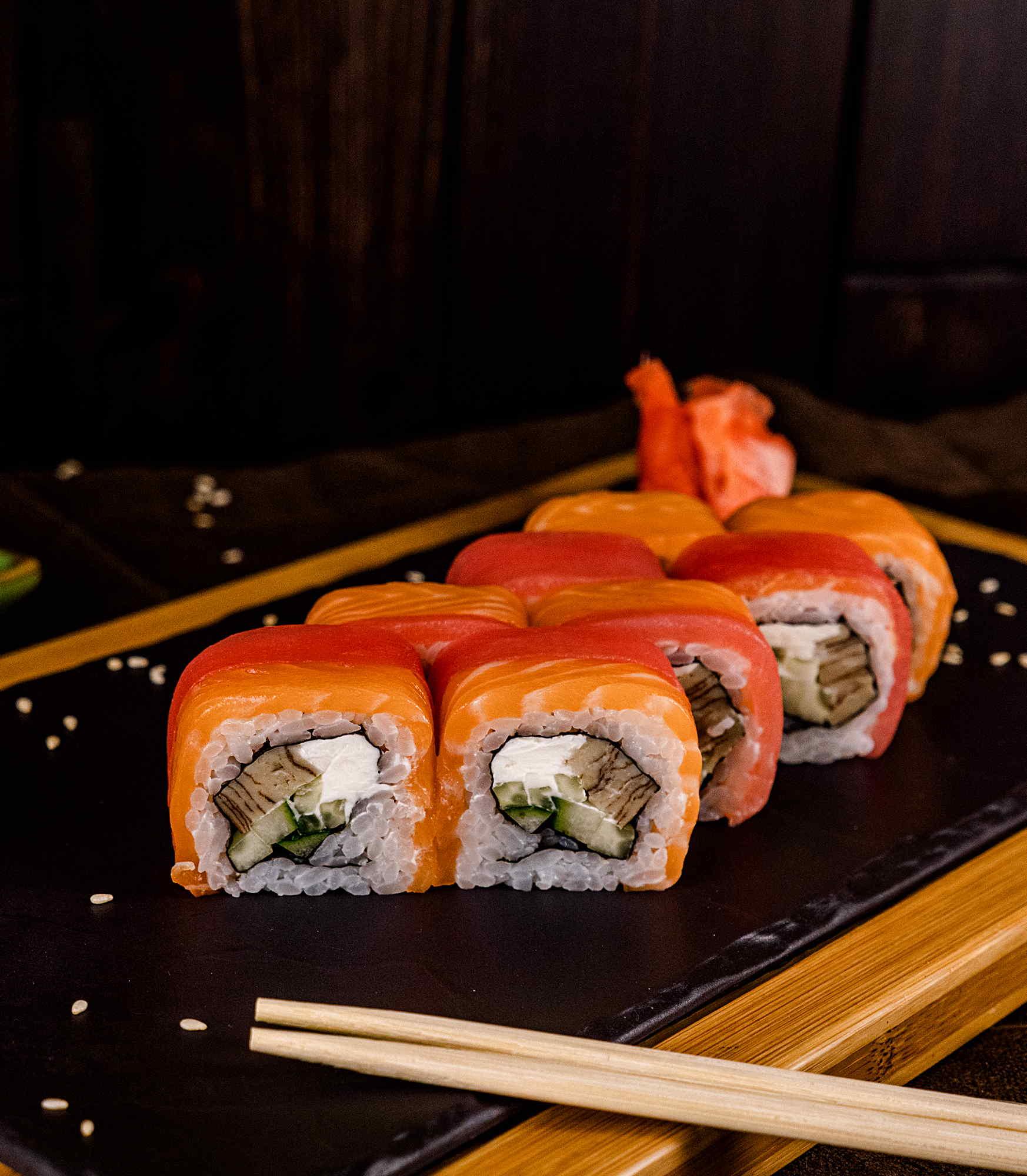 Ролл с тунцом и лососем Доставка Суши Роллов В Орле ресторан Лабиринт