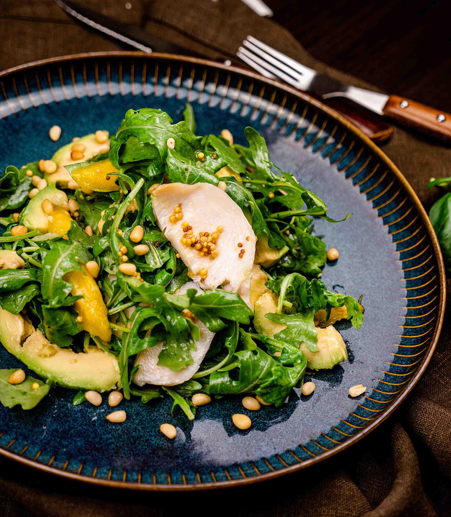 Салат с рукколой, копченой грудкой, манго и горчичной заправкой доставка в Орле ресторан Лабиринт
