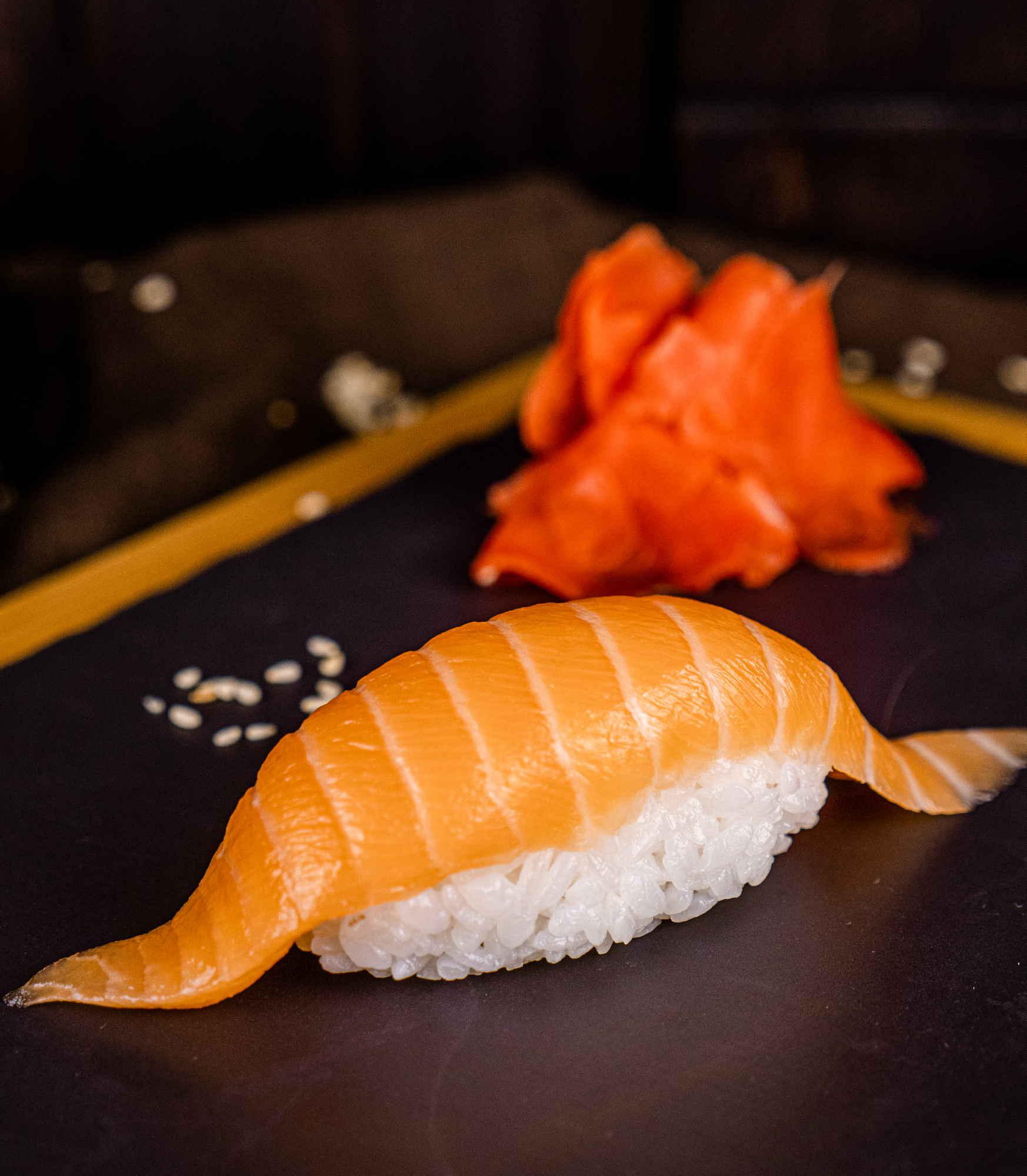 Суши Лосось доставка суши роллов в Орле ресторан Лабиринт