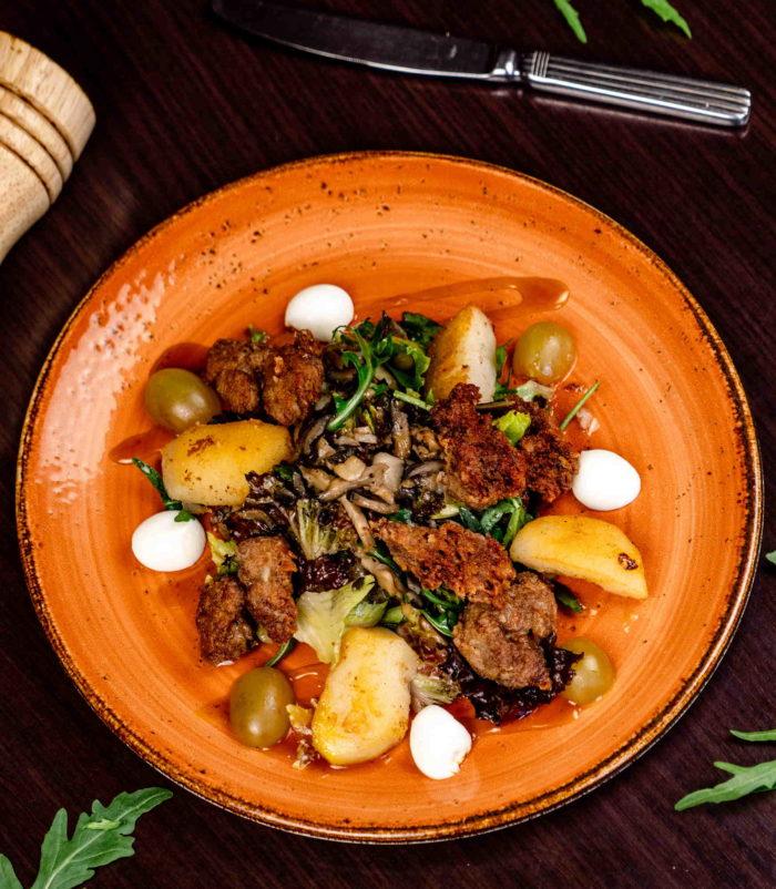 Тёплый салат с куриной печенью доставка в Орле ресторан Лабиринт