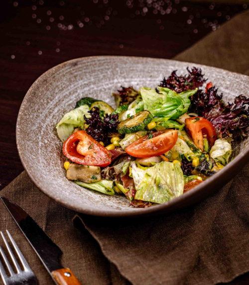 Тёплый салат с жареными цукини и грибами доставка в Орле ресторан Лабиринт