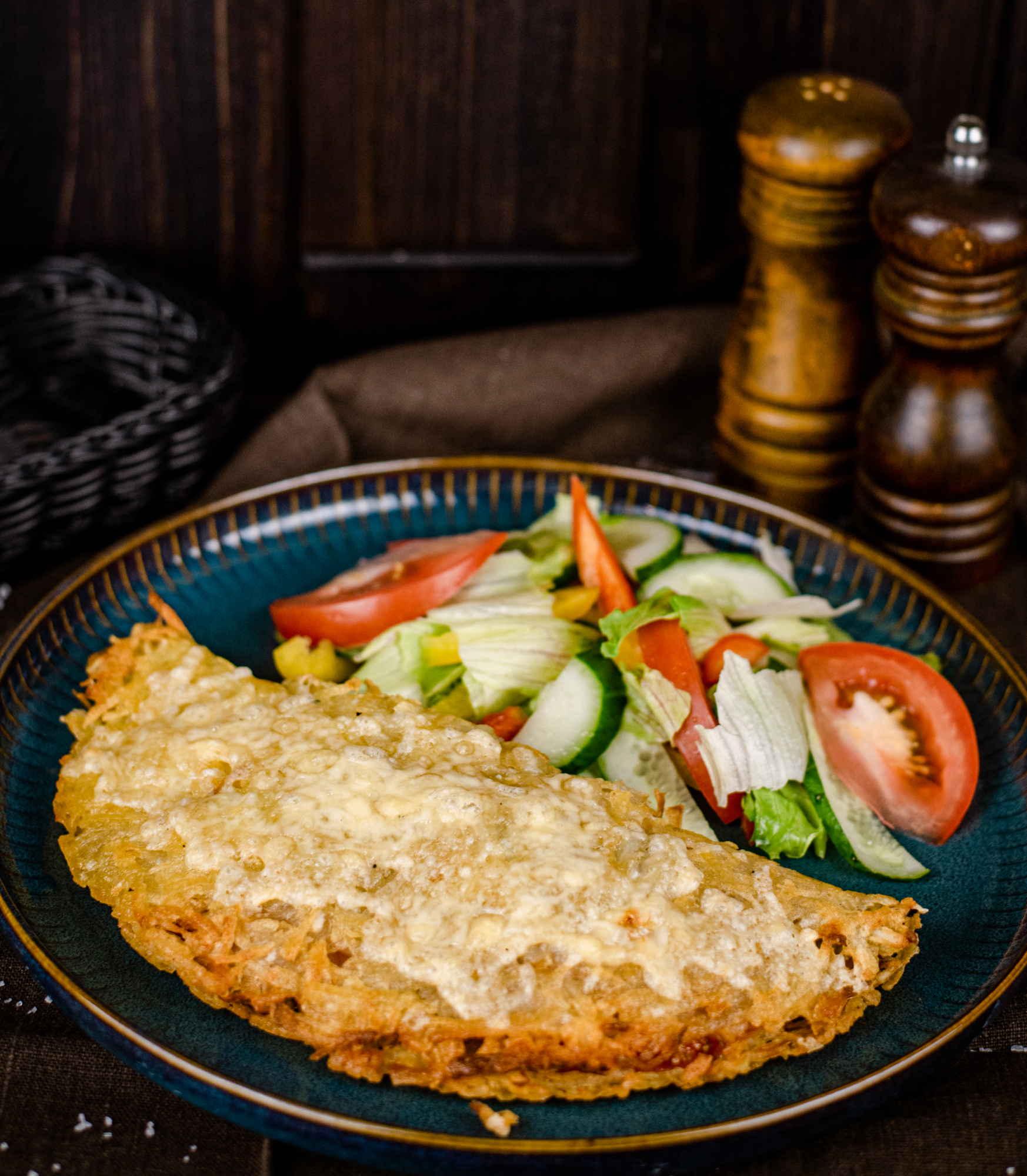 Испанский картофельный омлет с ветчиной, помидорами и шампиньонами доставка ресторан лабиринт в Орле банкеты