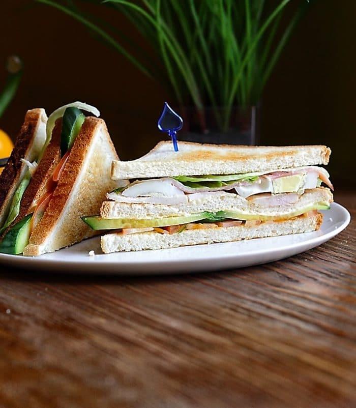 Сэндвич клубный по-американски доставка сэндвичей и пиццы в Орле ресторан Лабиринт