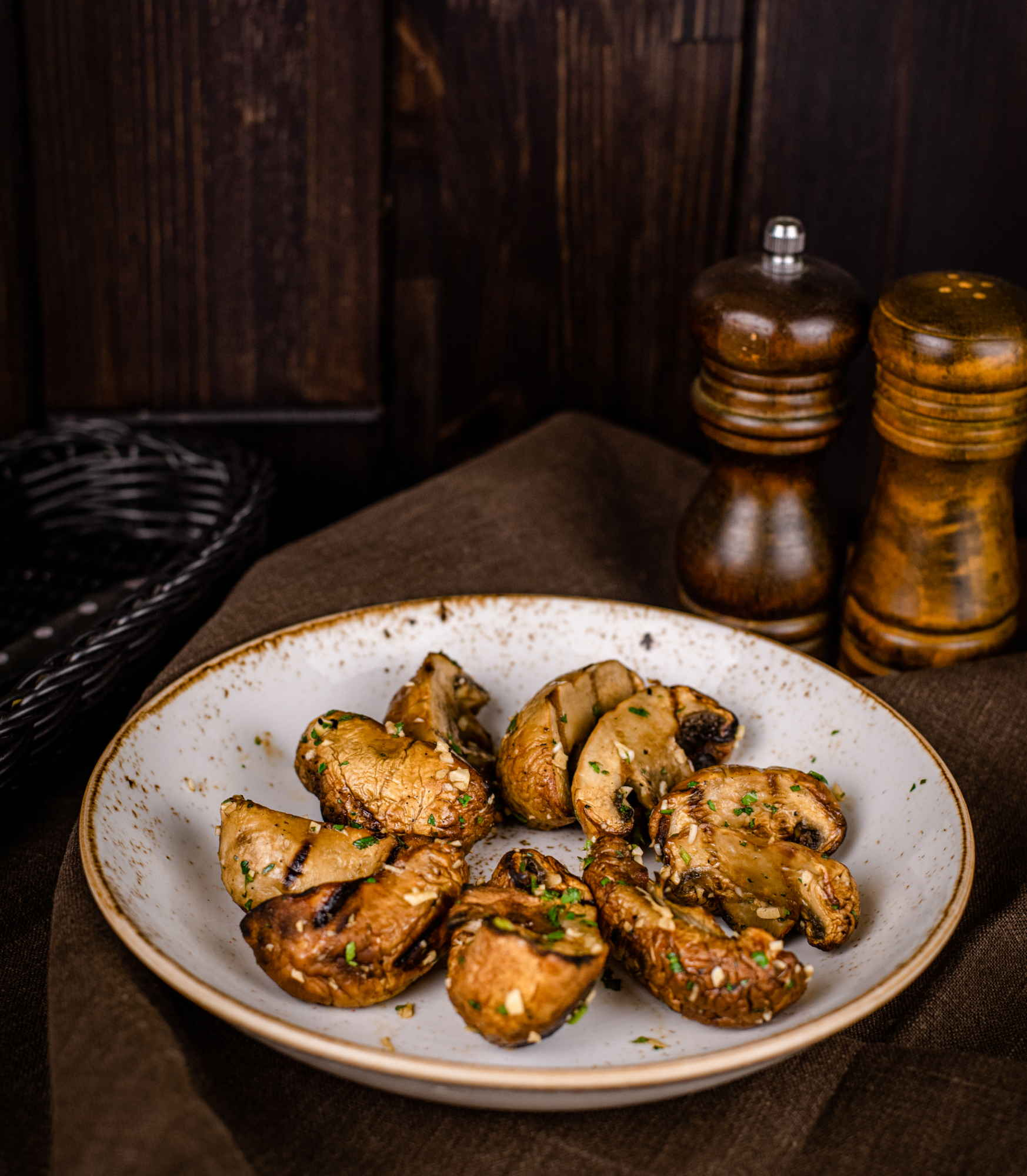Шампиньоны гриль маринованные в чесноке доставка ресторан лабиринт в Орле