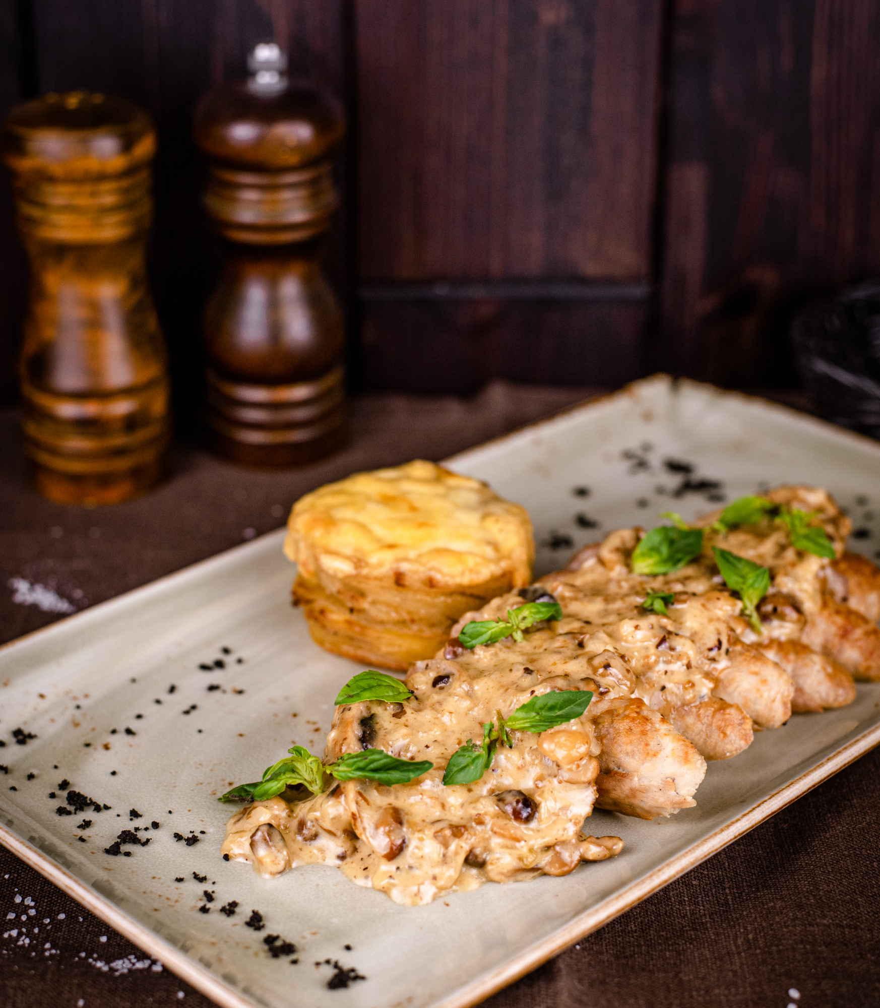 Свинина с черносливом в сливочном соусе бейлиз доставка ресторан лабиринт